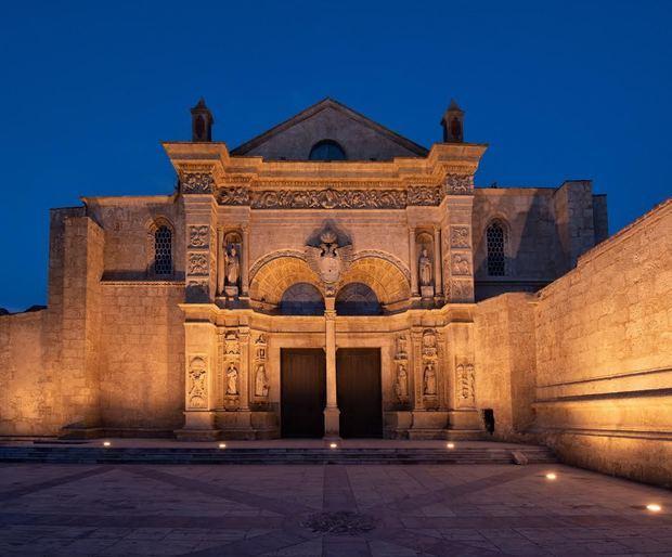 Fachada de la catedral de Santo Domingo.