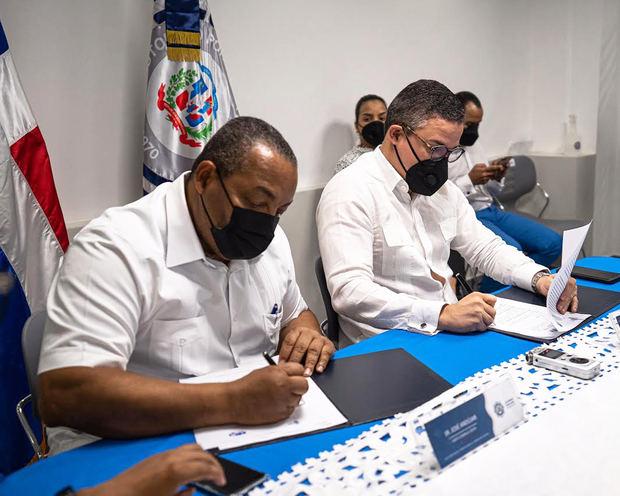 Autoridad Portuaria y Ayuntamiento de Santo Domingo Oeste unen esfuerzos para garantizar limpieza.