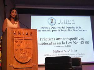 En su exposición la licenciada Silié Ruiz, habló sobre las prácticas anticompetitivas establecidas en la Ley No 42-08.