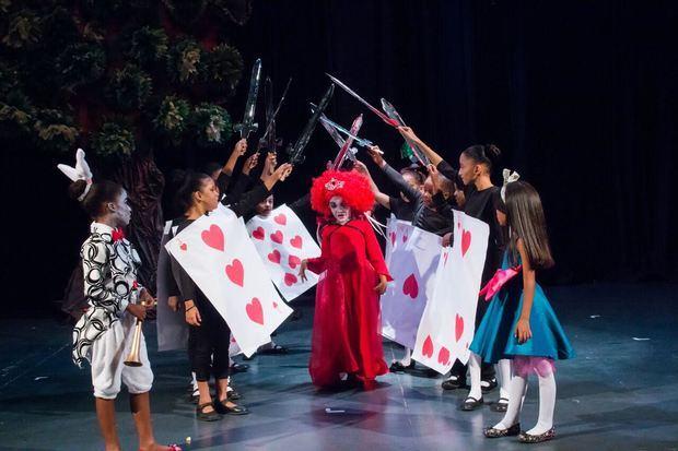 Teatro Cúcara - Mácara ofrece 40 medias becas para teatro, canto, guitarra y pintura