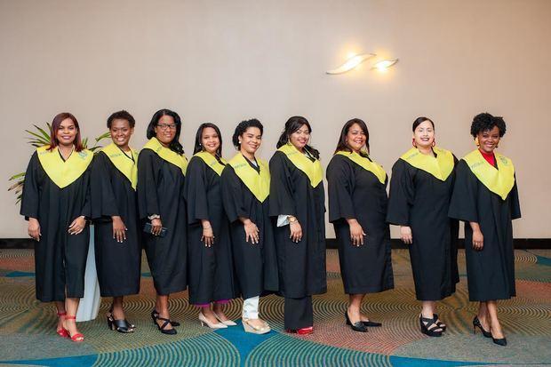 UASD inviste primeras 21 enfermeras especialistas