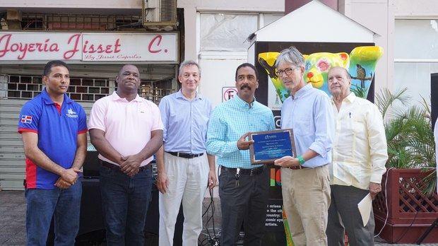Embajador de Alemania recibe placa de reconocimiento