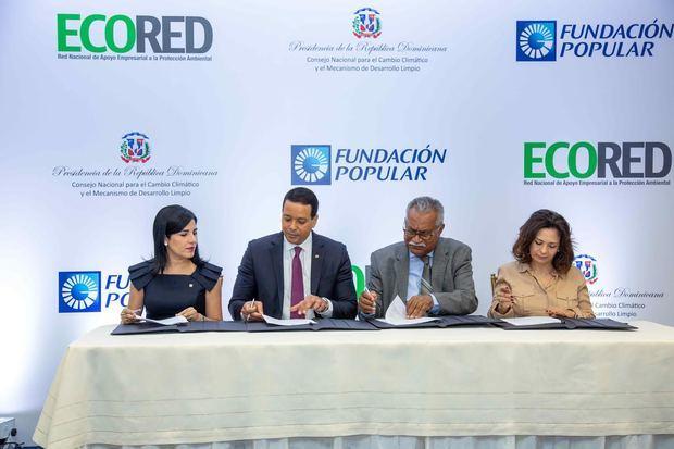 Firma de la Declaratoria de Compromiso para la Articulación Empresarial a la Acción Climática en la República Dominicana.