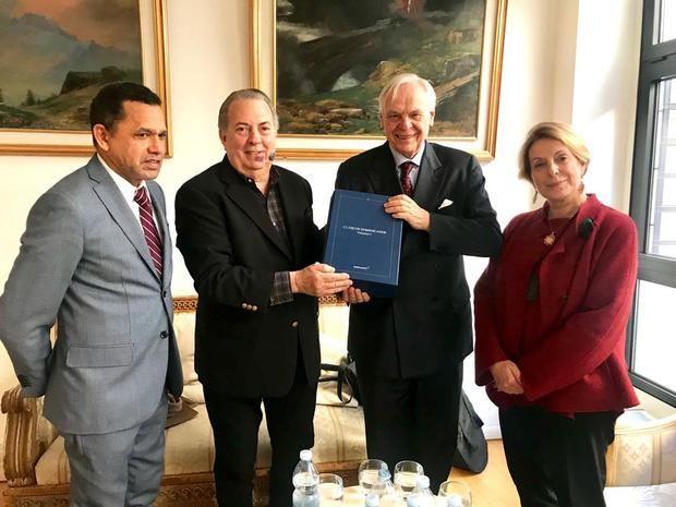 El ministro de Cultura entrega al Teatro de La Scala de Milán la Colección Clásicos Dominicanos del Siglo XX
