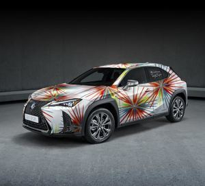 Los modelos Lexus UX visten de alta costura.