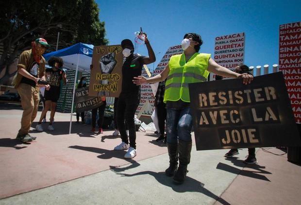 Jóvenes llaman a un alto al racismo en el mundo en ciudad mexicana de Tijuana