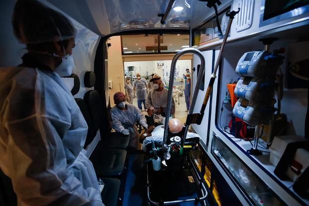Brasil supera los 295.000 muertos y los 12 millones de casos por covid-19