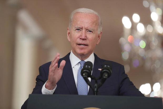 Biden se defiende y dice que opción era irse de Afganistán o aumentar tropas