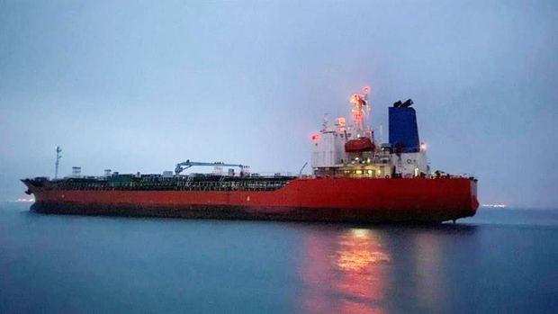 Petrolero surcoreano MT Hankuk Chemi saliendo del puerto iraní de Rajai después de ser liberado junto con su capitán, el 9 de abril de 2021.
