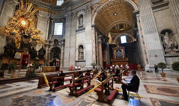El papa inicia una Semana Santa sin fieles por el coronavirus