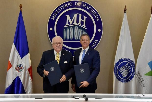 Hacienda y Energía y Minas firman acuerdo para fiscalización sector minero