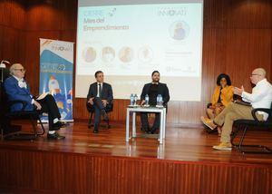 En el panel Luis Sánchez-Noble, John Martín Mejía, Porfirio Báez, Miosotis Rivas Peña y Víctor Gómez.