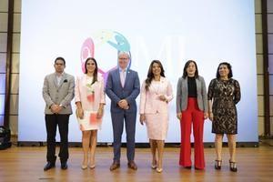 Juan Manuel Díaz, Mcihelle Ortiz, Arie Hoekman, Robiamny Bálcacer, Yiljuly Pimentel y Sonia Vásquez.