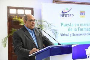 Director general del INFOTEP, Rafael Santos Badía.