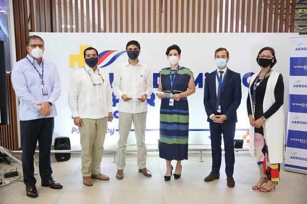 Richard Collie, del IDAC; Johan González, de CND; Marcio Juliano, de CND; Mónika Infante, Álvaro Leite y Melina Santos, de Aerodom.