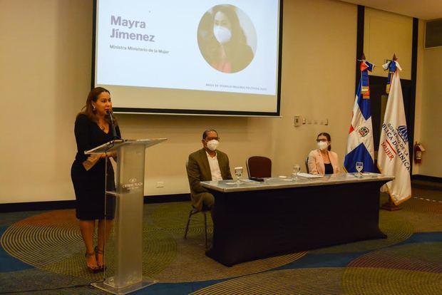 Mayra Jiménez durante su intervención en la Mesa de Trabajo de las Mujeres de los Partidos Mesa de Trabajo de las Mujeres de los Partidos Políticos organizada por el Ministerio de la Mujer.
