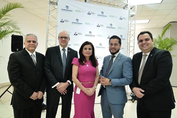 Aníbal Almonte, Víctor Morillo, Rebeca Meléndez, Raul Ovalle y Fabio Ramírez.