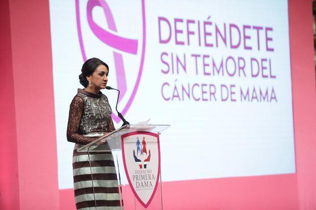 """Primera dama de la República, Cándida Montilla de Medina presentó la nueva campaña """"Defiéndete sin temor del cáncer de mama""""."""