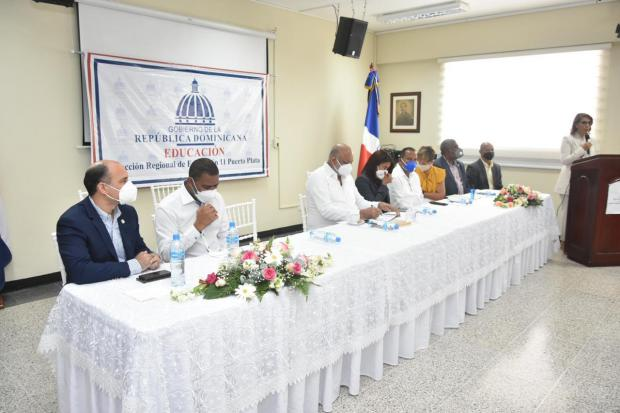 Ministro Fulcar supervisa marcha del año escolar en 15 regiones educativas