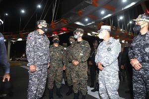 Ministro de Defensa junto a Comandantes Generales del ERD, ARD y FARD.