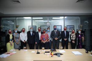 La embajadora de Bélgica, Jehanne Roccas y los directivos de la nueva Cámara de Comercio, Industria y Turismo Domínico-Belga.