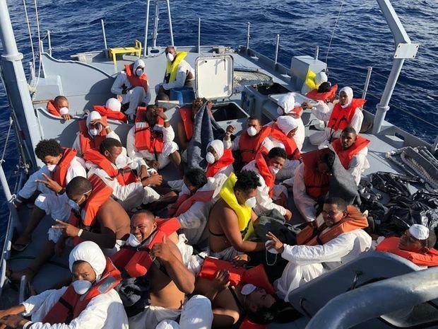 Armada de RD detiene 104 personas y frustra 21 viajes ilegales