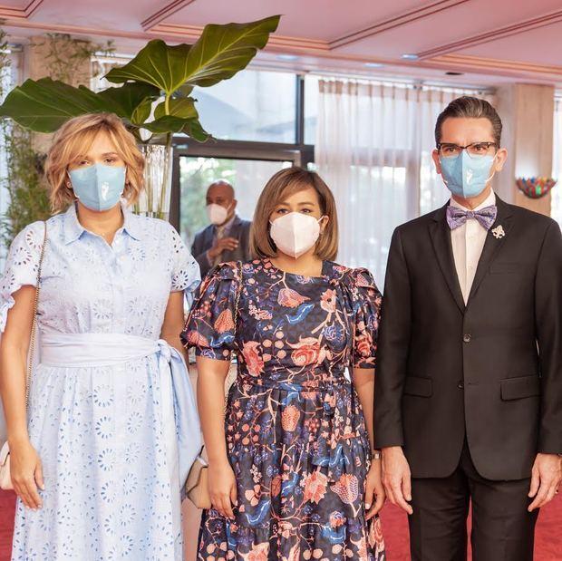 Luisina Miñoso de Mejía, Vanessa Peña de Miñoso y Francisco Sanchis.