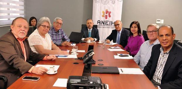Empresarios de Herrera valoran proyecto de presupuesto de reforma impositiva solapada