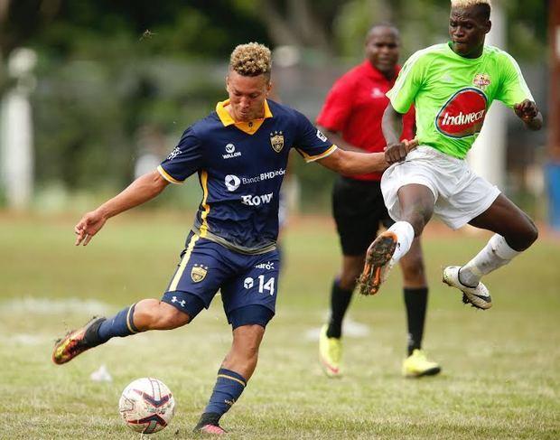 La liga dominicana de fútbol comienza este viernes con un partido entre San Cristóbal y O&M, que tiene la particularidad de ser el primer evento deportivo que abre en medio de la pandemia y que permitirá el ingreso de público.