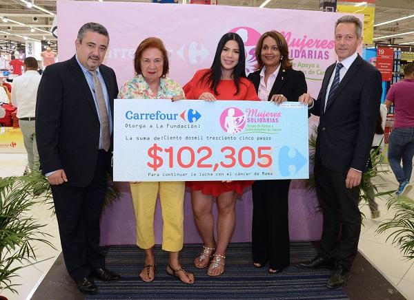 Carrefour entrega donación a Mujeres Solidarias