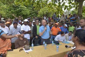 Medio Ambiente socializa medidas con comunitarios en Los Haitises