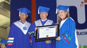 Domínguez Brito recibe doctorado honoris causa por su labor