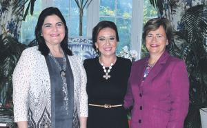 Integrantes de la Directiva de la Asociación de Damas Diplomáticas