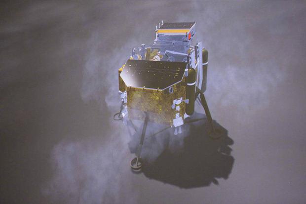 """Los científicos chinos buscan """"grandes descubrimientos"""" en la cara oculta de la Luna"""