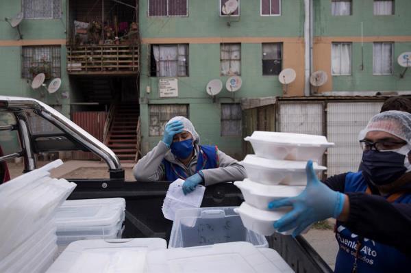 El hambre acecha a millones de latinoamericanos .