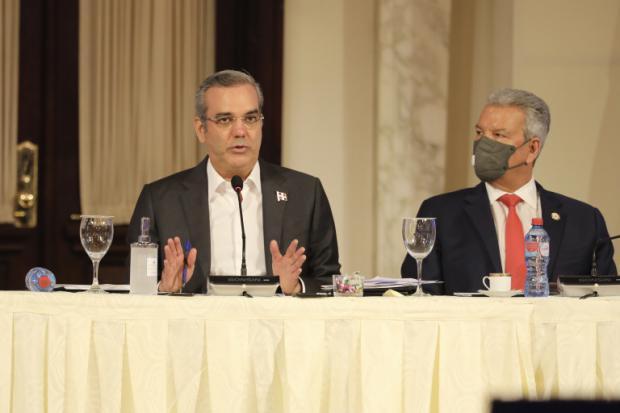"""Diversos sectores firman """"compromiso nacional"""" para enfrentar crisis internacional de precios que impactan al país"""