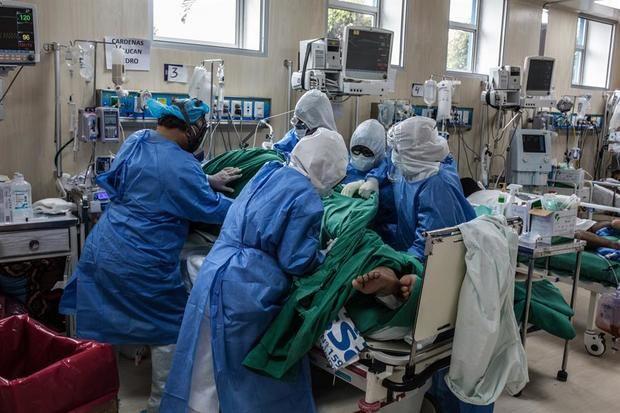Perú sobrepasa los 300.000 casos acumulados de Covid-19 y los 10.500 muertos