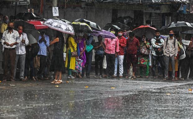Unas 40 personas podrían estar atrapadas por deslizamiento de tierra en India
