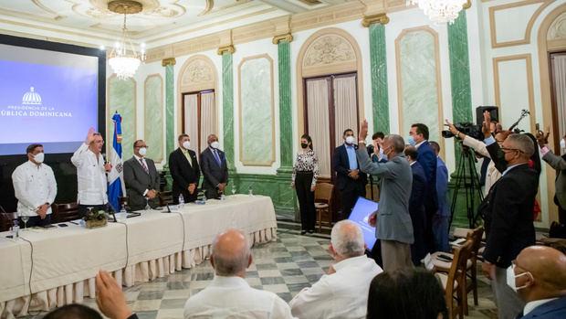 Presidente Abinader juramenta nuevas cooperativas.