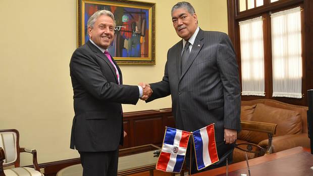 Embajador Holanda agradece a Medina por ayudas enviadas a San Martín
