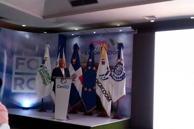 Sixto Peralta durante participación en el primer Foro Regional de Exportación.