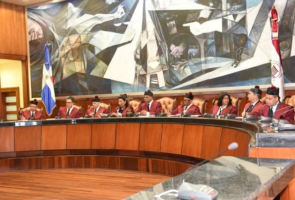 Tribunal Constitucional deja en estado de fallo 10 expedientes