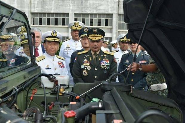 Taiwán dona 2 helicópteros y 90 vehículos terrestres al país