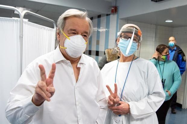 Guterres se vacuna contra la covid-19 y urge a ponerla al alcance de todos