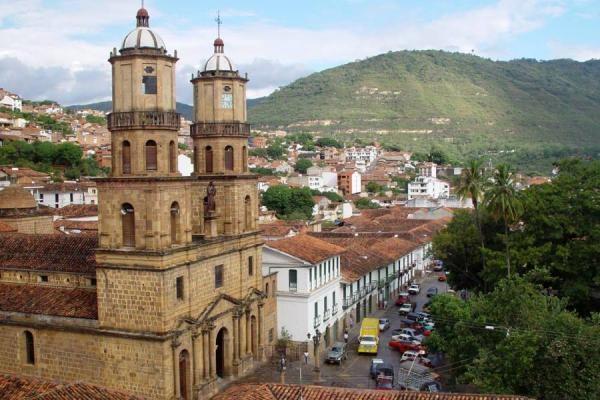 Con hormigas, helicópteros y bodas, Santander atrae turistas a Colombia