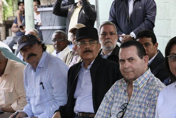 isita Sorpresa a San Felipe Abajo, Duarte, mejorará ingresos cacaoteros. Intelectual Ignacio Ramonet, acompaña a Danilo Medina