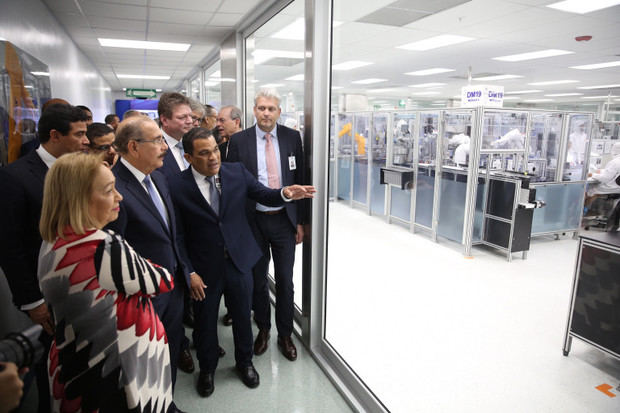 Presidente Medina asiste a inicio operaciones tercera planta Fresenius Kabi,