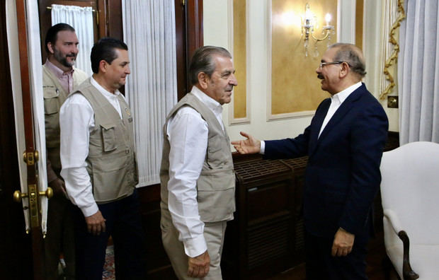 Presidente Danilo Medina recibe en Palacio Nacional a misión observadores electorales OEA.