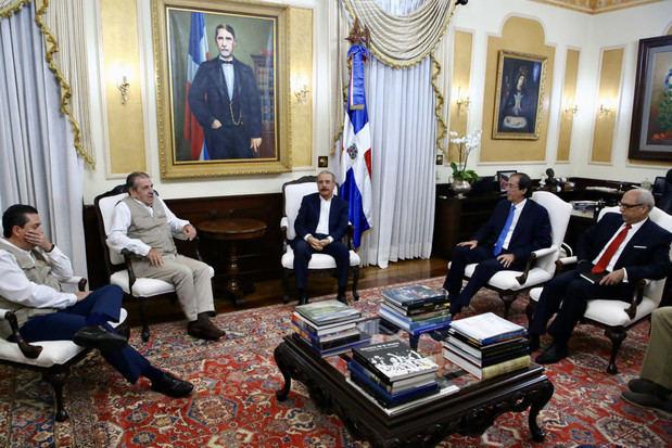 Presidente Danilo Medina recibe en Palacio Nacional a misión observadores electorales OEA