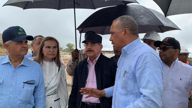Recorrido del presidente Danilo Medina por la Presa La Piña, en la provincia Dajabón, donde constató la buena marcha de la obra que impactará cerca de 28 mil tareas de arroz y otros rubros.